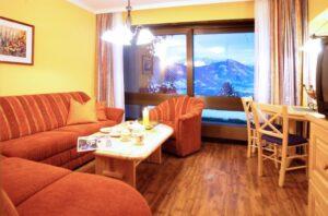 Appartement_Rubin_in_Zell_am_See_Sitzecke_mit_Aussicht